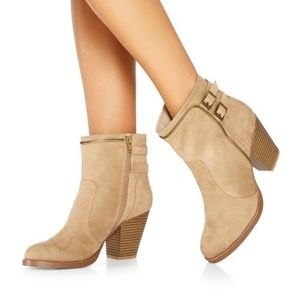 JustFab Shelley Boots Size 6.5